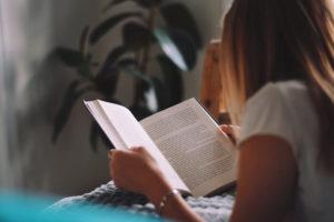 کرونا و قرنطینه فرصتی برای کتابخوانی